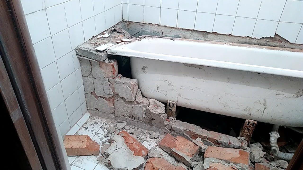 Демонтаж чугунной ванны